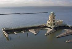 Hafen erarbeitet Viertel und Leuchtturm Lizenzfreie Stockfotografie