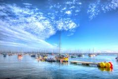 Hafen Großbritannien Brixham Devon Hitzewelle des Sommers 2013 mit ruhigem blauem Meer und Himmel in HDR Stockfotografie