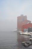 Hafen im Nebel stockbilder