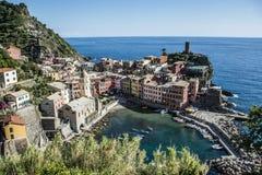 Hafen Italiens Cinque Terre mit Fischerbooten stockfotos