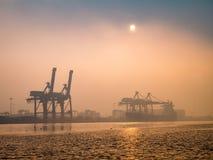 Hafen Khlong Toei unter dem Nebel morgens Lizenzfreies Stockbild