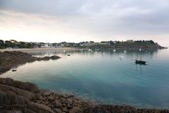 Hafen-MER-Strand in Cancale Lizenzfreie Stockfotos