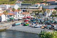Hafen mit Fischen versendet bei Camara de Lobos, Madeira-Insel Stockbilder