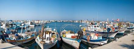Hafen mit Fischerbooten lizenzfreie stockbilder