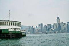 Hafen mit Hong Kong Island Place Lizenzfreie Stockfotos