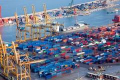 Hafen mit Lots Ladung Lizenzfreie Stockbilder