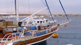 Hafen mit sch?nen Yachten auf dem Dock in ?gypten stock footage