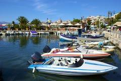 Hafen in Saranda, Albanien stockbilder