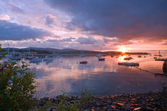 Hafen am Sonnenaufgang Lizenzfreie Stockbilder