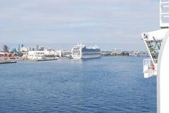 Hafen-Sumpfgebiet-Kreuzfahrt-Hafen stockbilder