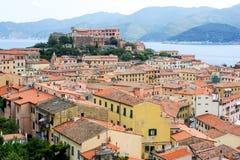 Hafen und alte Stadt von Portoferraio auf Elba-Insel lizenzfreies stockfoto