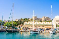 Hafen und neuer Markt Mandraki Griechenland an einem sonnigen Tag Griechenland Lizenzfreies Stockbild