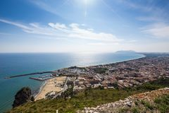 Hafen und Seeküste von Terracina, Lazio, Italien Stockbilder