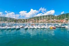 Hafen und Stadt von Lerici im Sommer Lizenzfreies Stockbild