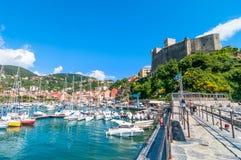 Hafen und Stadt von Lerici im Sommer Lizenzfreie Stockfotos