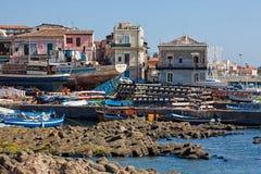 Hafen von Aci Trezza Stockfoto