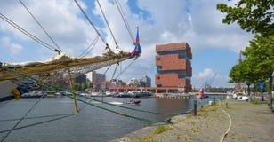 Hafen von Antwerpen im Sonnenlicht Stockbild
