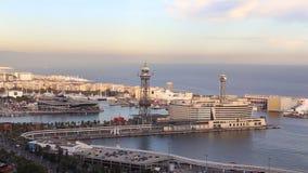 Hafen von Barcelona und von Kabelweise von Montjuic-Berg stock video footage