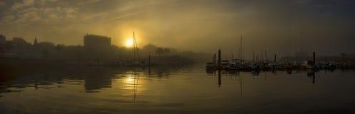 Hafen von Ferrol unter Nebel Galizien Spanien lizenzfreie stockfotografie