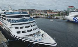 Hafen von Kiel - Fähre von Azmara-Suche - Gemany Lizenzfreie Stockfotos
