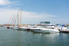 Hafen von modernen Yachten und von Booten Lizenzfreies Stockbild