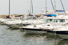 Hafen von modernen Yachten und von Booten Stockfotos