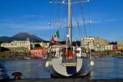 Hafen von Portici Stadt und Vesuv Stockfotos