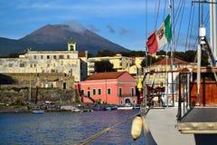 Hafen von Portici Stadt und Vesuv Stockbild