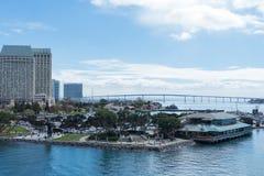 Hafen von San Diego mit der Coronado-Brücke im Hintergrund Stockfotos