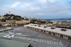 Hafen von San Francisco und von Fernschreiber-Hügel Lizenzfreies Stockfoto