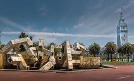 Hafen von San Francisco und von Kunstmonument Lizenzfreies Stockfoto