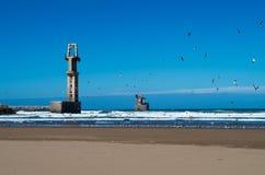 Hafen von Sidi Ifni vom Strand lizenzfreie stockfotos