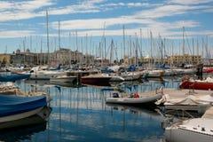 Hafen von Triest mit vielen Booten und yacths lizenzfreie stockfotos