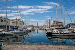 Hafen von Triest mit vielen Booten und yacths stockfotografie