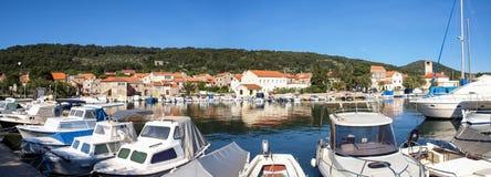 Hafenansicht von Veli Iz in Kroatien Stockfotos