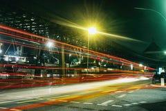 Hafencity rápido do vermelho do tráfego do schnell do laser do innenstadt da cidade do moenkebergstrasse da cidade de Hamburgo imagem de stock