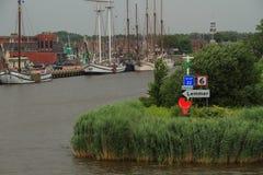 Hafeneingang Lemmer die Niederlande Stockbilder
