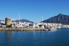 Hafeneingang, Puerto Banus, Spanien. Stockbild