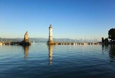 Hafeneingang von Lindau in See Constance stockfotos