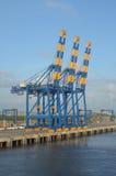 Hafenfrachtkran stockfotos