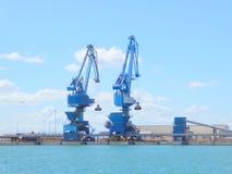 Hafenkräne auf Dockseite Lizenzfreies Stockbild