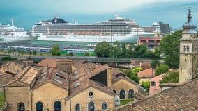 Hafenkreuzfahrtschiffe Venedig Stockbilder