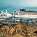 Hafenkreuzfahrtschiffe Venedig Stockfotografie