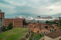 Hafenkreuzfahrtschiffe Venedig Lizenzfreies Stockfoto