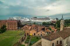 Hafenkreuzfahrtschiffe Venedig Lizenzfreie Stockfotos