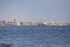 Hafenlandschaft von der Mole stockfotografie