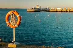 Hafenleuchtturm bei Sonnenuntergang Howth dublin irland lizenzfreies stockfoto