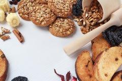 Haferplätzchen des strengen Vegetariers, Süßigkeiten und Zwiebackhintergrund Lizenzfreie Stockfotos