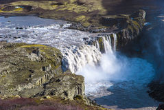Hafragilsfoss, bas de cascade à écriture ligne par ligne de cascade à écriture ligne par ligne de Dettifoss en Islande Photographie stock libre de droits