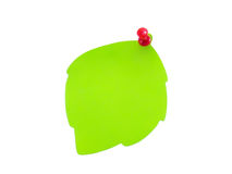 Haften Sie in Form eines grünen Blattes mit einer Taste Stockfotografie
